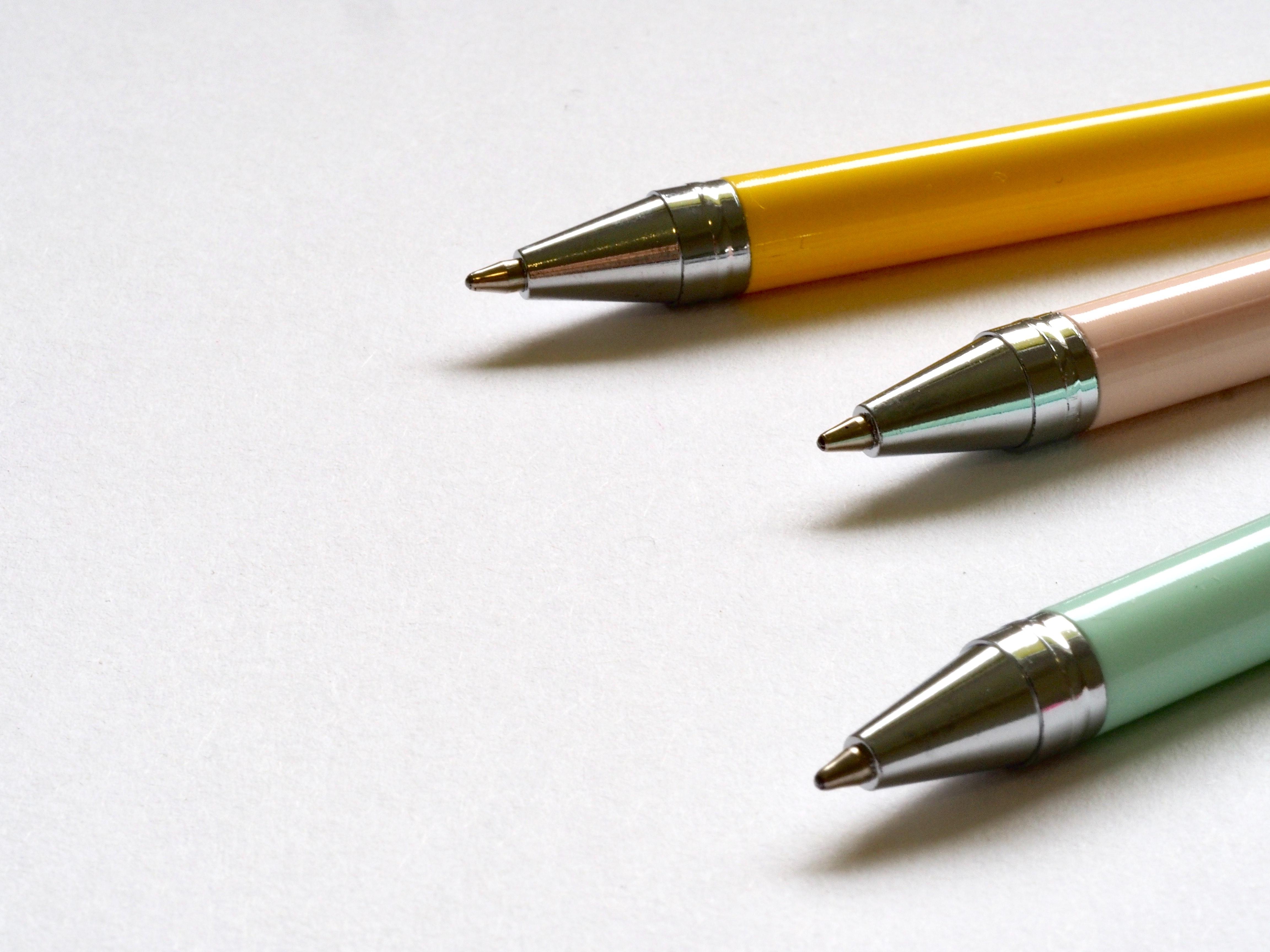 Kugelschreiber zusammen bauen - Vorsichtig!