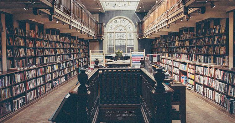 Große alte Bibliothek