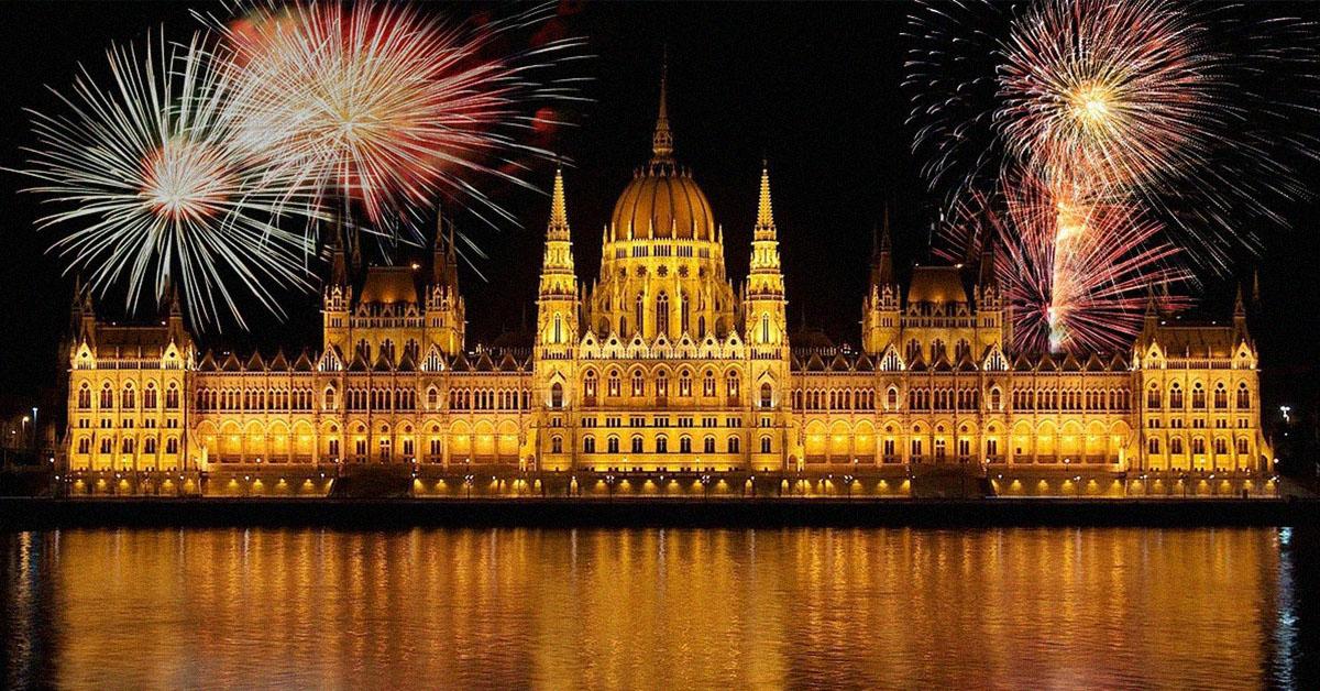 Le parlement de Budapest illuminé