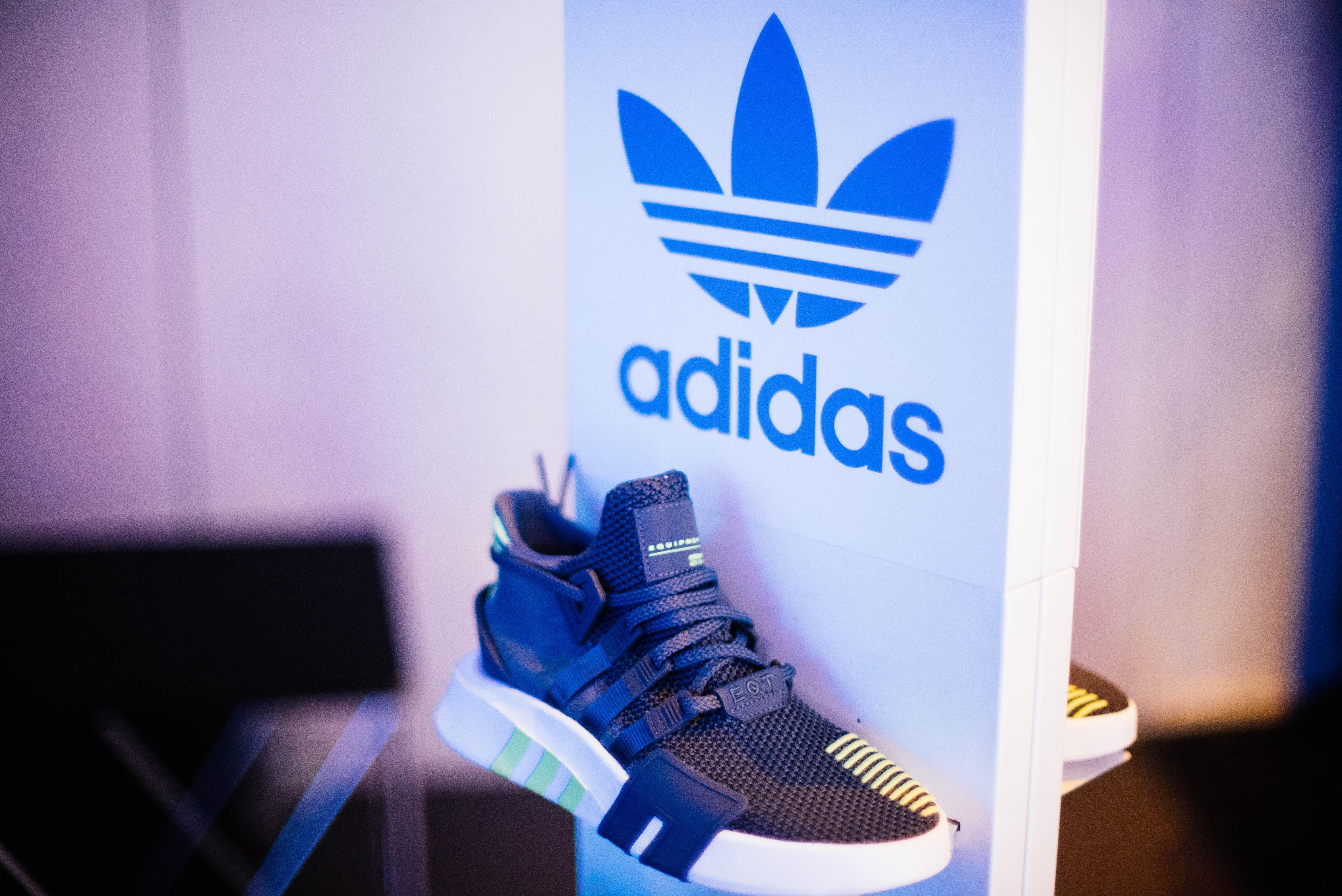 Schuhe und Streetwear verkaufen bei Snipes