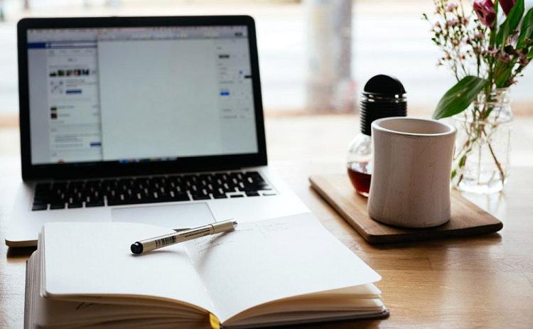 ordenador agenda cafe