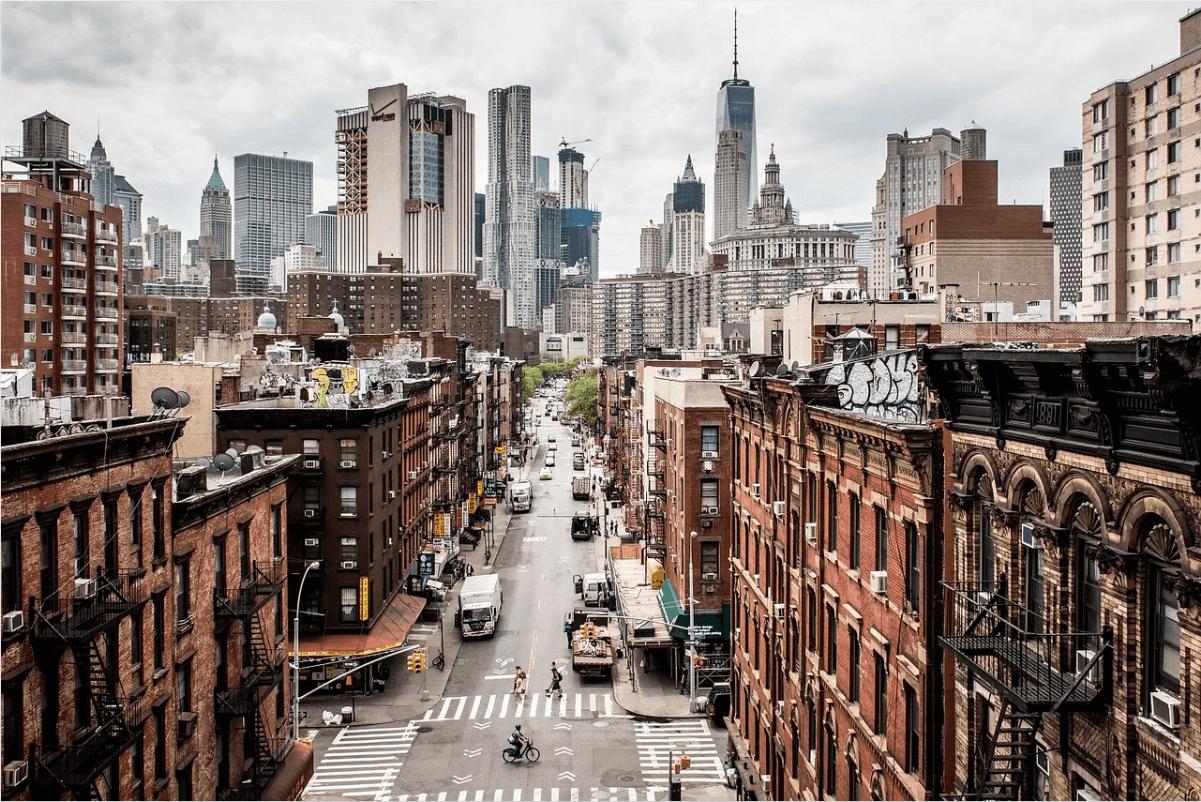 Großstadt mit Häusern und Autos