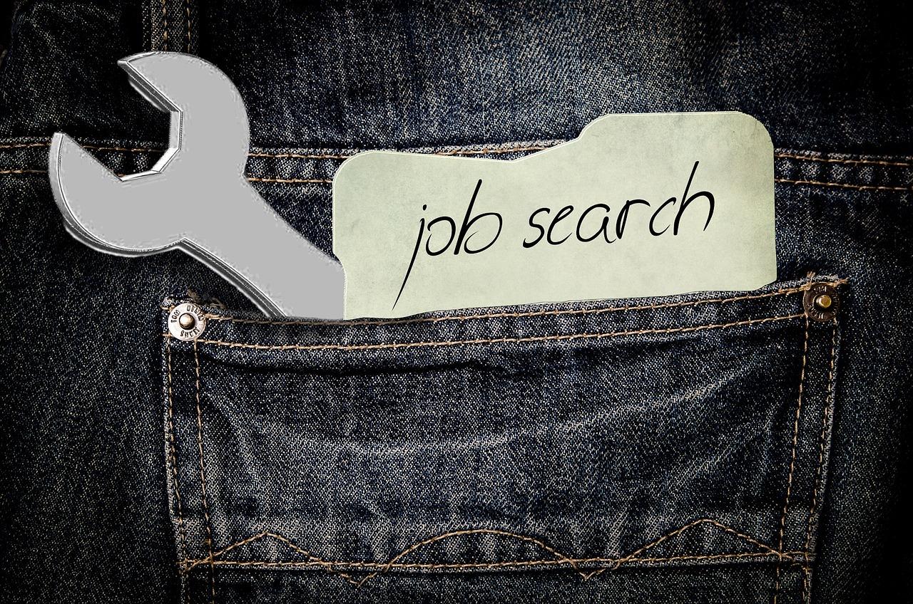 Nebenjob und Arbeitslosengeld richtig kombinieren