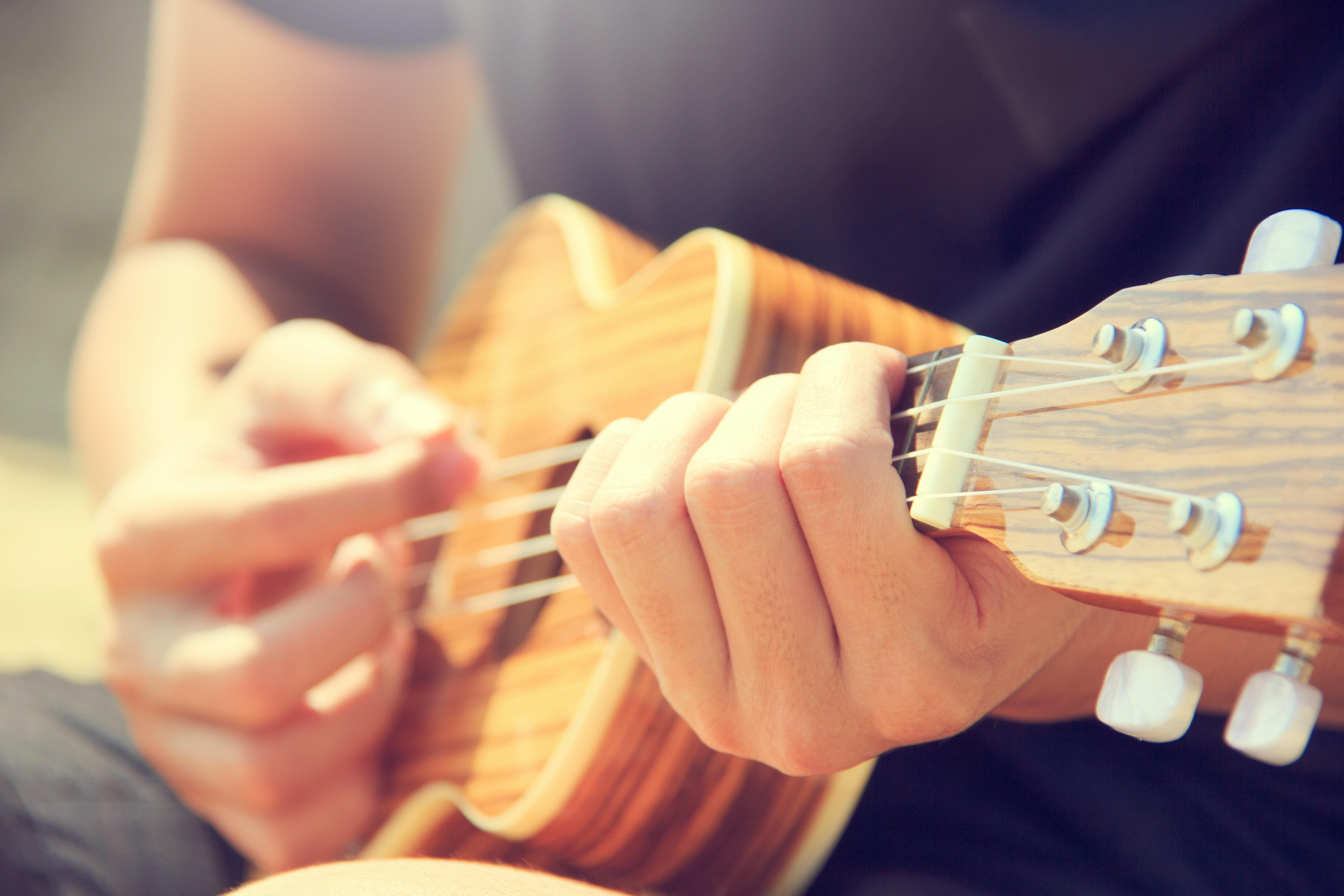 Någon som spelar gitarr